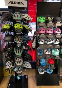 Bikehelme und Bikebekleidung
