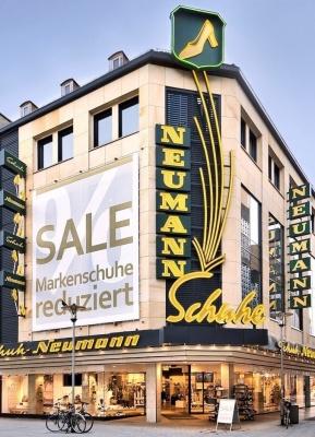 Schuh-Neumann  —  modernes Geschäft mit über 100jähriger Tradition