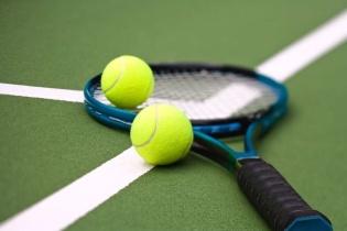 Tennisschläger und -besaitungen