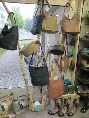 ZWEI Taschen und Rucksäcke