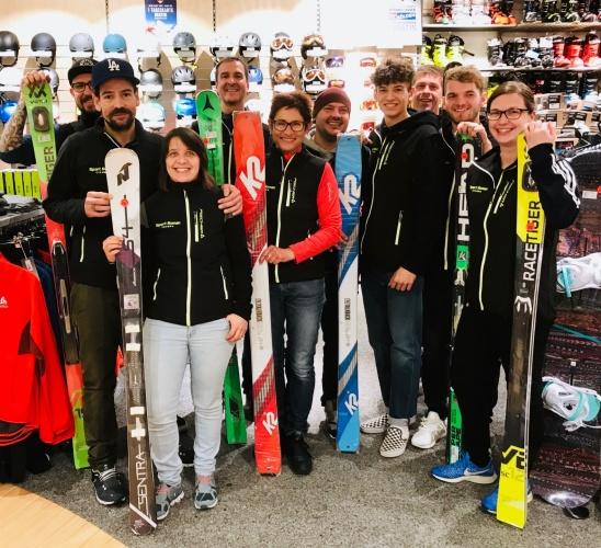 Team mit Ski