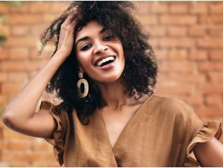 Saisonmotiv_winter21_Dame_blond